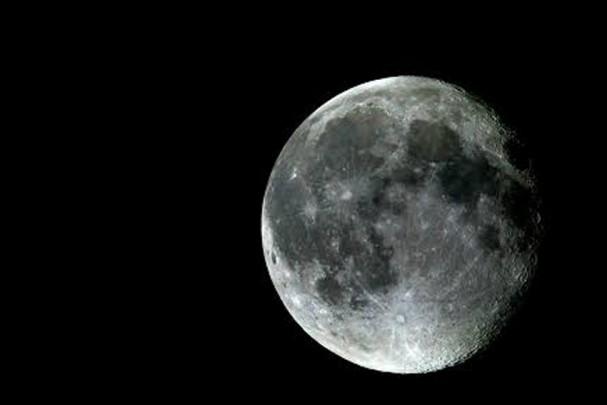 moon 607x405 - シンクロする「月」と「女性」