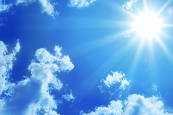 17a99c61fdd99e4c2537c81c7dc268d4 608x405 - 空の青と海の青