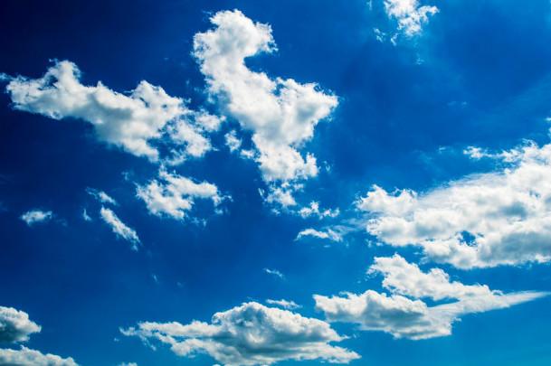27183c4e465074a6e9127b0dbcbd4198 609x405 - 空の青と海の青