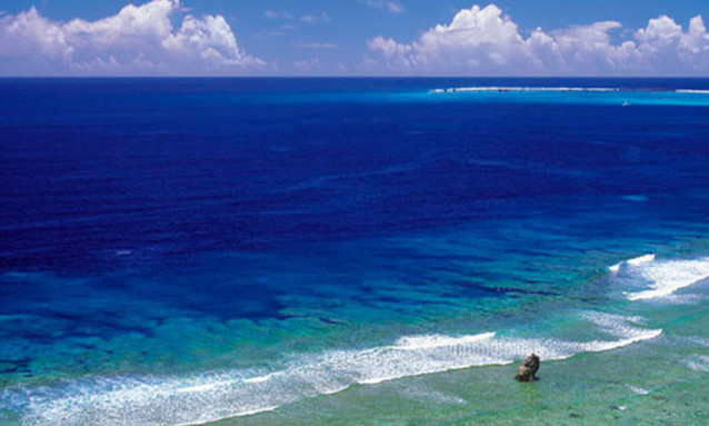 8e6888ccd277d94c6ddb6736e2626ec2 638x383 - 空の青と海の青