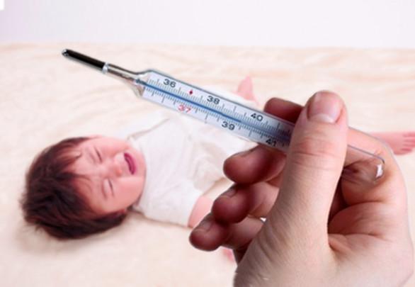 2dab26efb270b0b66a2784d26c4790a2 586x405 - 生後1ヶ月児だって風邪をひく!