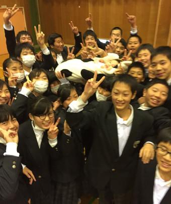 hiraoka chugakko 340x405 - 東大阪市 枚岡中学校1年生 『いのちの授業』