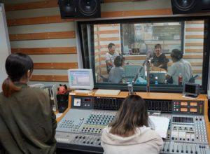 FM OKINAWA 02 300x220 - 沖縄初講演 〜爆笑お笑い子育てライブ〜レポート(1)