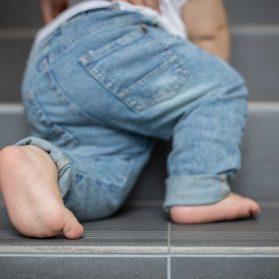 階段 赤ちゃん